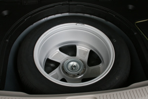 马自达6 Wagon备胎图片