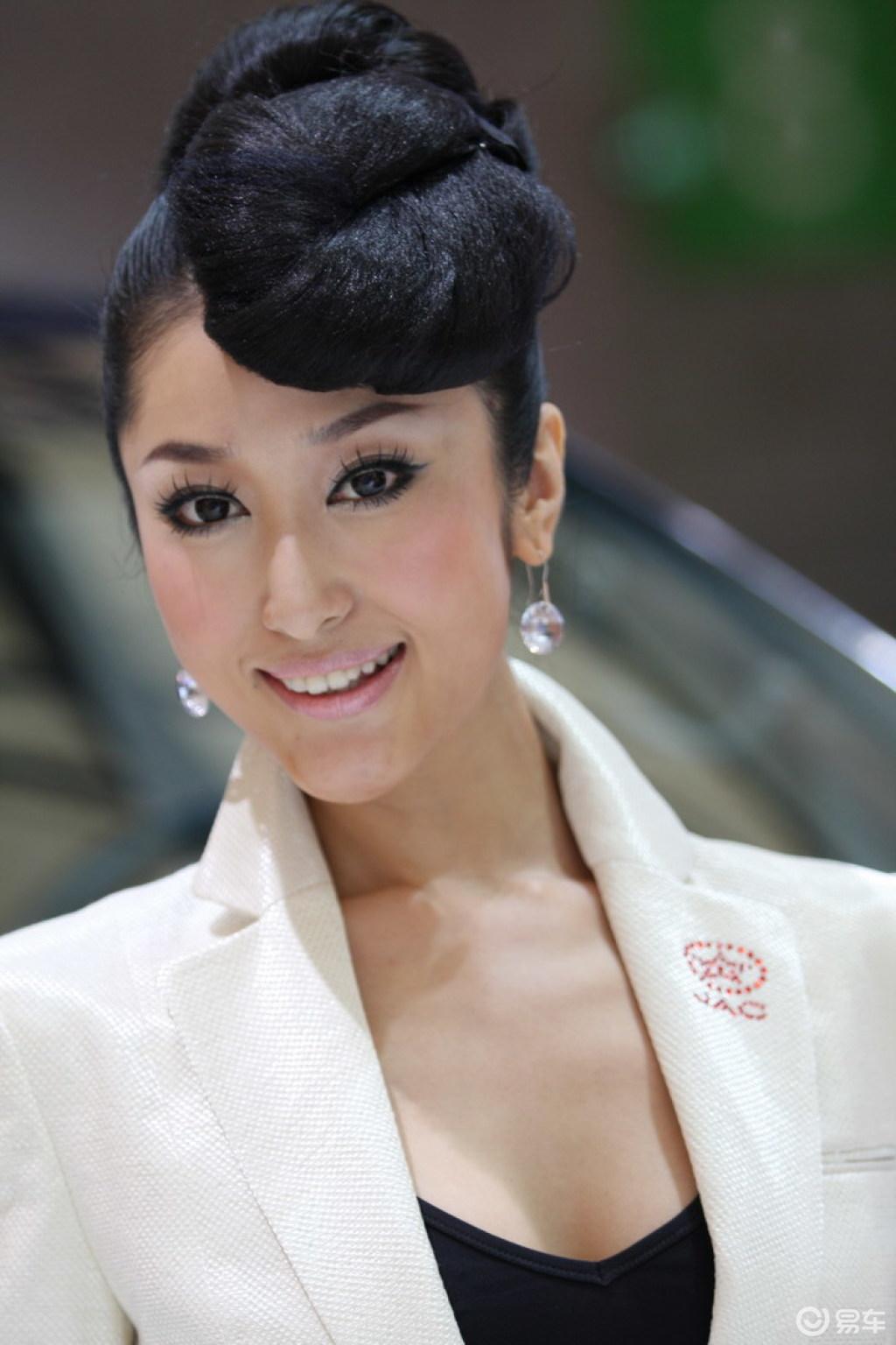 2009上海车展 车模美女 江淮美女车模 扎眼发髻; 古代未出阁女子发髻