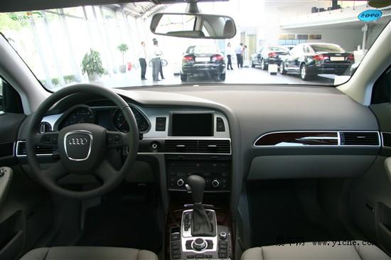 在汽车展厅内,我们聘请具有丰富经验的销售顾问