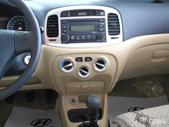 雅绅特1.4手动舒适型中控台高清图片