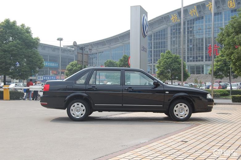 【桑塔纳志俊2008款1.8mt 休闲型(真皮座椅)正侧(车头
