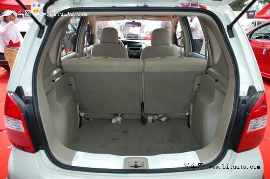 三厢轿车的水平,也堪称各类型两厢车的尾厢翘楚.外出旅行,或高清图片
