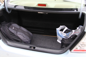 比亚迪F3DM行李箱空间图片