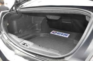 林肯MKS行李箱空间图片