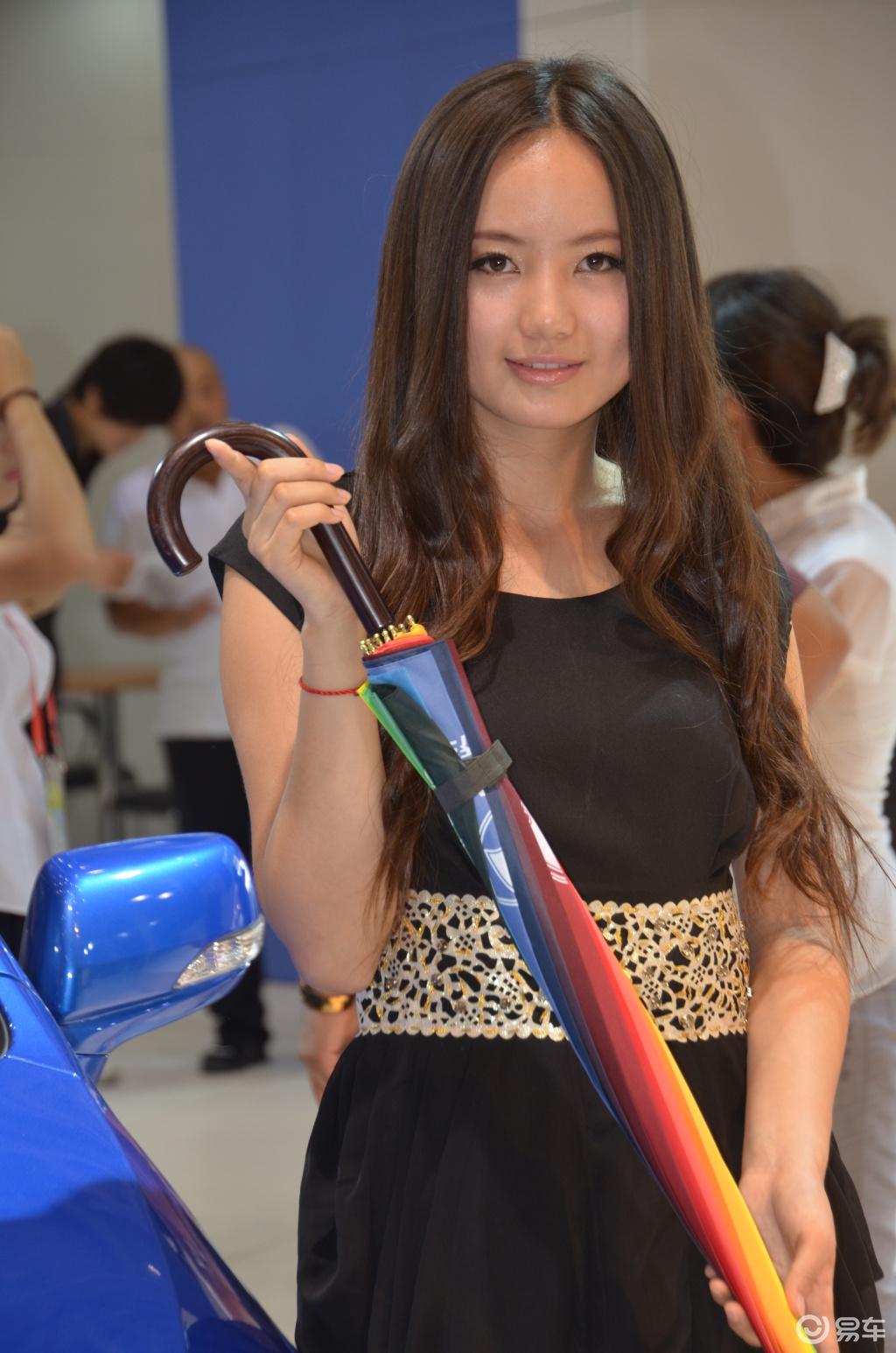 2011新疆车展图片 车展美女图