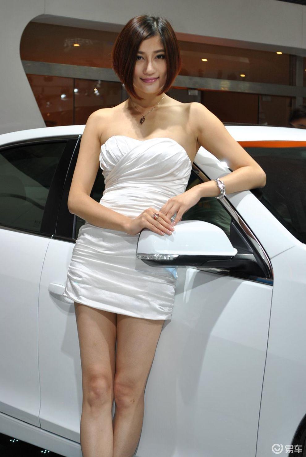 短发冷艳车模分享展示图片