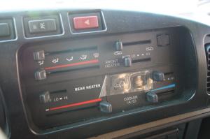 九龙考斯特 中控台空调控制键