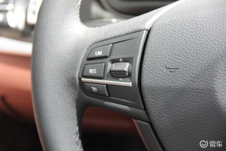 宝马5系 528i xDrive 豪华型方向盘功能键 左