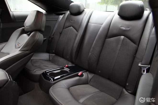 CTS-V Coupe实拍 空间