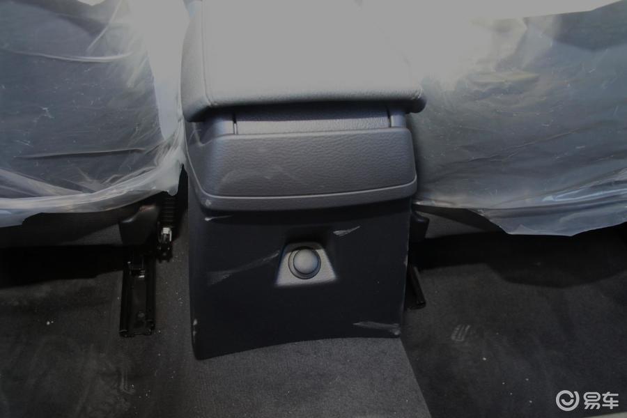 华晨宝马 x12013款sdrive18i 时尚型 后排 出风 高清图片