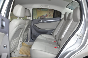 东方之子2012款 2.0L 自动 典雅版 外观典雅银
