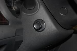 英菲尼迪M方向盘调节键图片