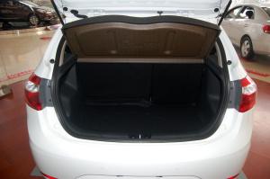 起亚K2两厢 行李箱空间