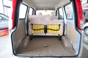 一汽佳宝V70 行李箱空间