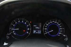 英菲尼迪FX仪表盘背光显示图片