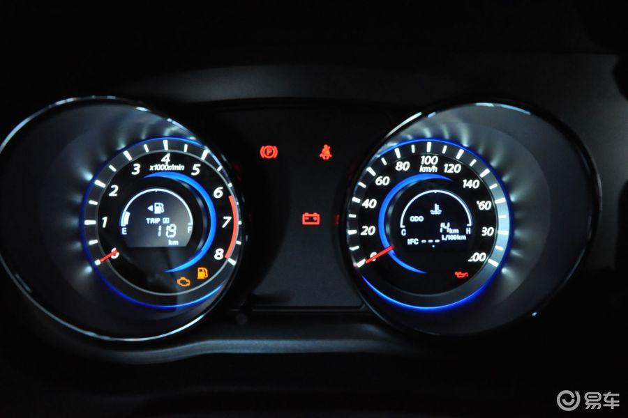 【长城c302013款1.5l 手动 豪华型仪表盘背光显示汽车