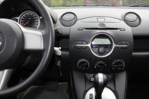 马自达2两厢 中控台驾驶员方向