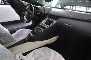 Aventador完整内饰(中间位置)图片