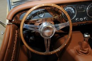 摩根Roadster方向盘图片