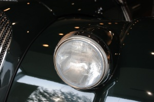 摩根plus 8大灯侧45度俯拍图片