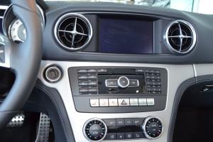 进口奔驰SL级 中控台音响控制键