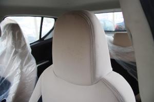 众泰Z100驾驶员头枕图片