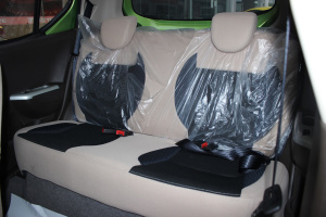 众泰Z100后排座椅图片