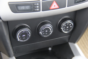 永源猎鹰 中控台空调控制键