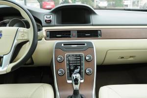 沃尔沃S80L中控台正面图片