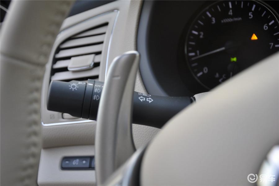【天籁2014款天籁·公爵 2.5XV-VIP尊领版大灯远近光调节柄汽车图片图片