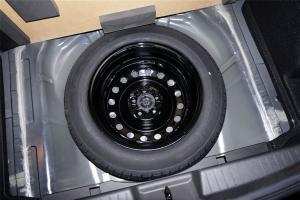 中华H220 备胎