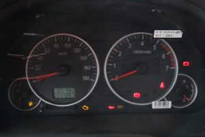 东风小康C35仪表盘背光显示图片