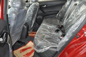 V6菱仕 后排空间