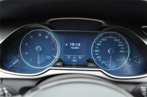 奥迪A4 allroad仪表盘背光显示图片
