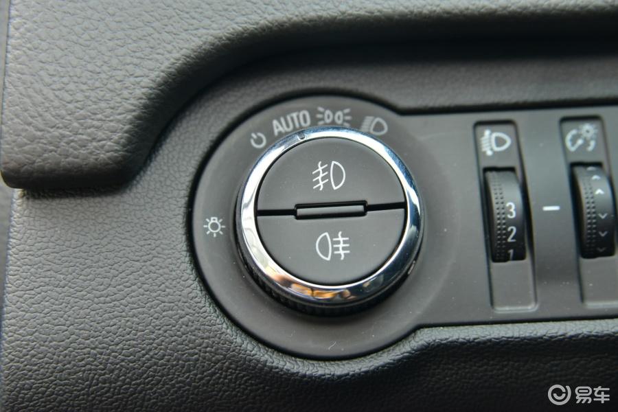 时尚技术型大灯开关汽车图片