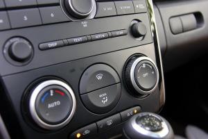 马自达CX-7中控台空调控制键图片
