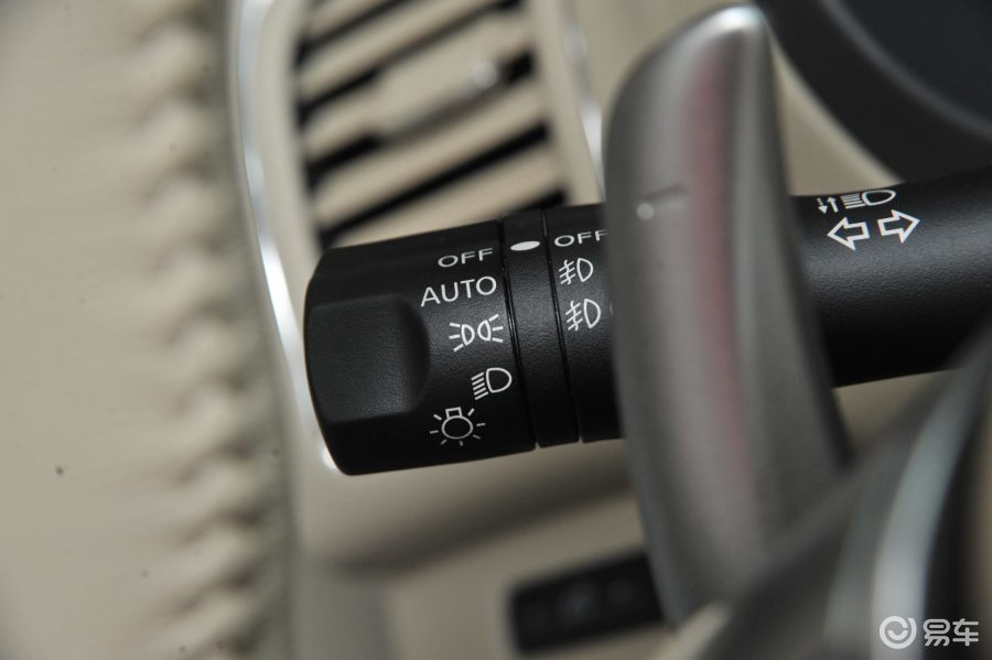 【新天籁2014款2.5XL Upper 科技版大灯远近光调节柄汽车图片-汽车图片