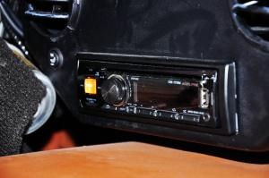 摩根Plus 4 中控台音响控制键