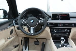 宝马X6完整内饰(驾驶员位置)图片