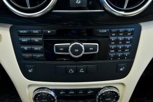 进口奔驰GLK级 中控台音响控制键