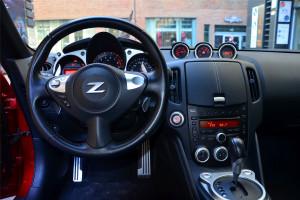 日产370Z完整内饰(中间位置)图片