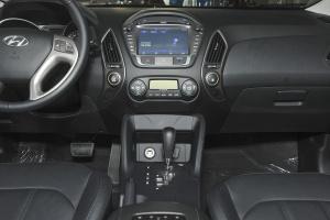 现代ix35中控台正面图片