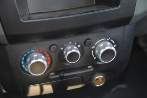 东风小康C32 中控台空调控制键