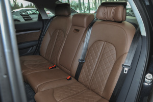 S8后排座椅