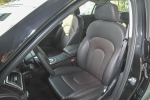 北汽ES210 驾驶员座椅