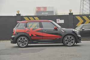 MINI COUNTRYMAN JCW 正侧(车头向右)