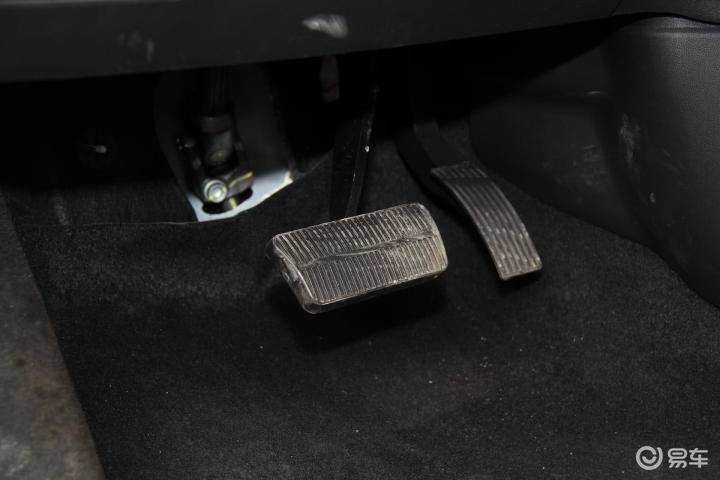 长安轿车CS35脚踏板 新款长安CS35脚踏板 长安CS35内饰图片 高清图片