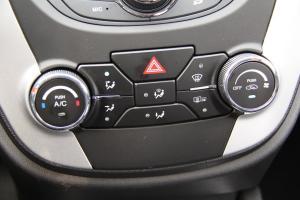 CS35中控台空调控制键