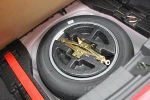 吉利英伦C5两厢             备胎