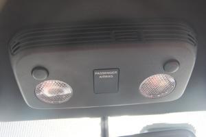 前排车顶中央控制区